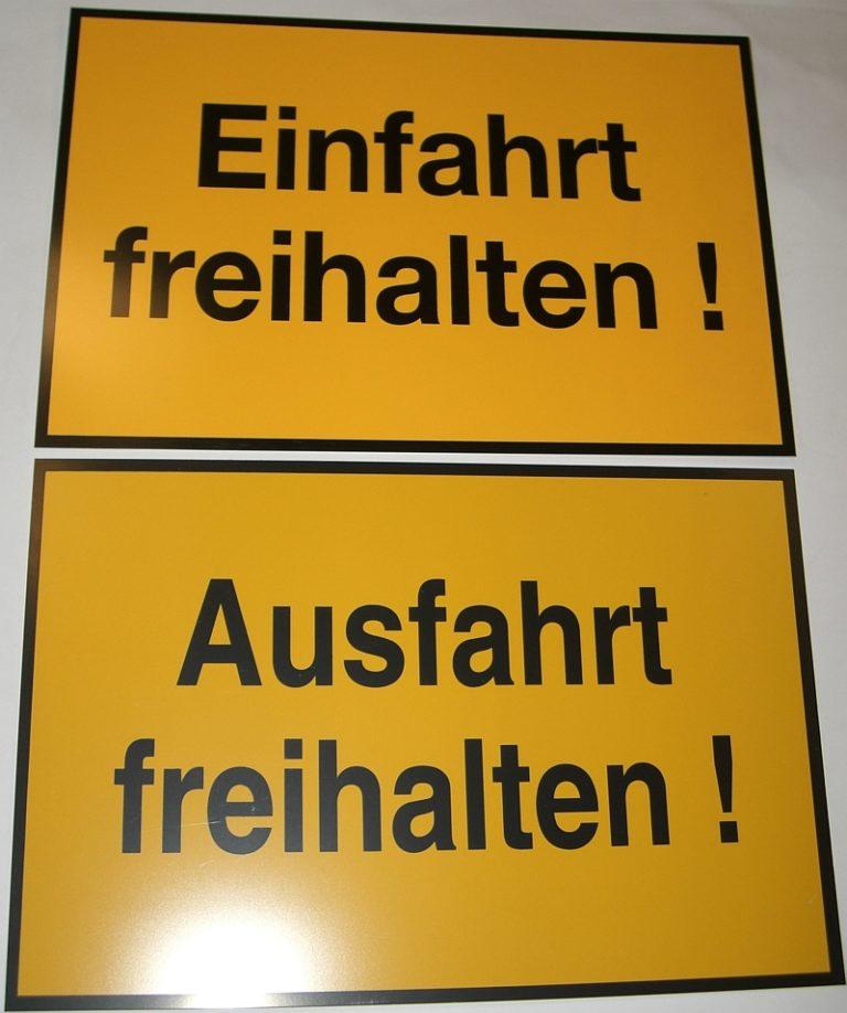 SchildEinfahrtAusfahrt3